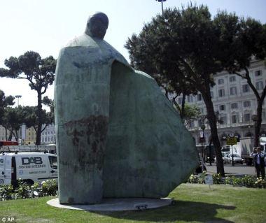 Statue de JP II (Rome)