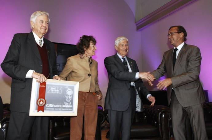 Frits Bolkestein (libéral), Hedy d'Ancona (socialiste), Dries Van Agt (démocrate-chrétien) et Ben Dronkers (chef d'entreprise et activiste pro-chanvre)