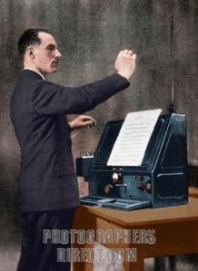 THEREMIN Lev  playing
